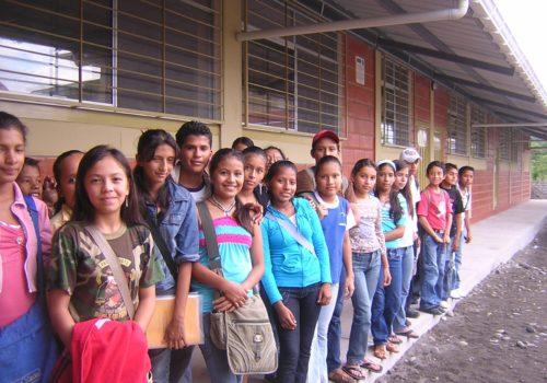 Aulas-Taller para Capacitación y refuerzo escolar Mujeres y niños en la Ciudad de Coca, Orellana, Ecuador Convocatoria 2009 - Gob LaRioja